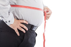Escala gorda do uso do homem de negócio para medir sua cintura Fotos de Stock