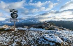 Escala na estação do inverno, Nepal de Himalaya Fotos de Stock