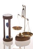 Escala y reloj de arena del joyero Fotos de archivo libres de regalías