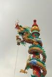 Escalada da estátua do dragão o polo Foto de Stock Royalty Free