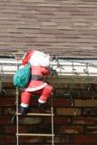 Escalada de Papai Noel   Foto de Stock Royalty Free