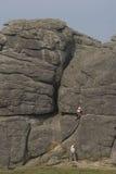 Escalada de rocha 2 da mulher Imagem de Stock Royalty Free