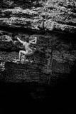 Escalada de solo da moça à superfície da àgua Imagem de Stock Royalty Free