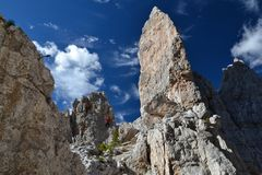 Escalada en Cinque Torri Dolomites fotografía de archivo libre de regalías