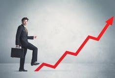 Escalada na seta vermelha do gráfico Fotos de Stock