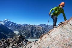 Escalada nas montanhas Fotografia de Stock Royalty Free