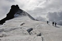 Escalada no vulcão de Snaefellsjokull. imagem de stock