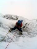 Escalador de hielo en Escocia Imagen de archivo libre de regalías