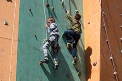 Escalador de roca adolescente Imágenes de archivo libres de regalías