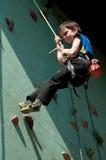Escalador de roca adolescente Fotos de archivo libres de regalías