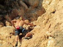 Escalador de roca en la roca Foto de archivo