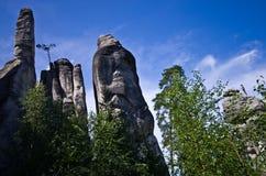 Escalador de roca, parque de la ciudad de la roca, Adrspach, República Checa Imagen de archivo libre de regalías