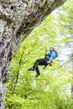 Escalador femenino, roca que sube de la mujer Fotografía de archivo libre de regalías