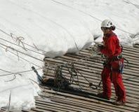 Escalador no identificado en la estación del top de la montaña de Aiguille du Midi en las montañas francesas Fotos de archivo libres de regalías