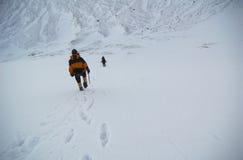 Escaladores de montaña. Fotos de archivo
