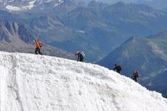 Escaladores en el glaciar Imágenes de archivo libres de regalías