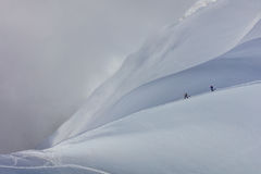 Escaladores en el macizo de Mont Blanc fotografía de archivo libre de regalías