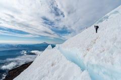Escaladores en el Monte Rainier Imagenes de archivo