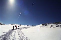 Escaladores en el pico de Furnica fotos de archivo