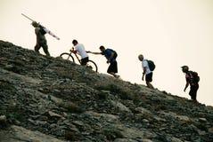 Escaladores en la montaña de Olympus imagen de archivo
