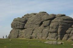 Escaladores y formación de roca Fotos de archivo