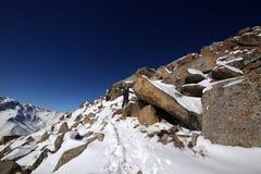 Escalando o pico grande de Almaty fotos de stock royalty free