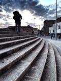 Escalando uma escadaria Foto de Stock Royalty Free