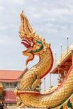 Escalas da estátua do Naga nas relíquias da Buda da entrada dianteira Foto de Stock