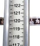 Escalas de banheiro retros na clínica do doutor para medir o weig Fotografia de Stock