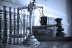 Escalas de justiça Fotos de Stock Royalty Free