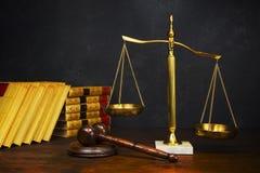 Escalas de justiça Imagem de Stock Royalty Free