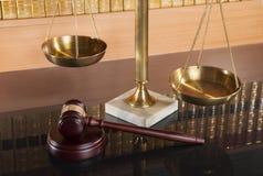 Escalas de la justicia fotografía de archivo libre de regalías