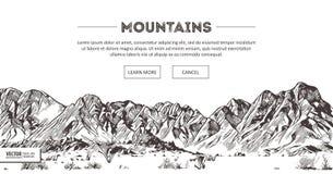 Escalas de montanhas Esboço da natureza Desenho pontudo da mão do esboço da paisagem da montanha, no estilo gravura a água-forte  Foto de Stock Royalty Free