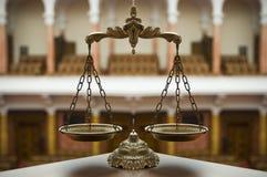 Escalas decorativas de la justicia imagenes de archivo