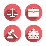 Escalas del icono de la justicia Martillo y caso de la subasta Fotos de archivo libres de regalías