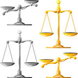 Escalas del oro y de la plata de la justicia Imágenes de archivo libres de regalías