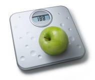 Escalas del peso de la dieta sana Fotos de archivo libres de regalías