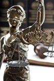 Escalas del símbolo de la justicia, imagen legal del concepto de la ley foto de archivo