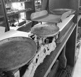 Escalas velhas, expostas dentro do museu de Minucciano, vila de Garfagnana imagem de stock