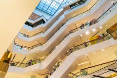 Escalaters на центральном универмаге мира стоковое изображение rf
