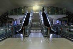 Escalator à l'aéroport international de Bangkok Photographie stock libre de droits