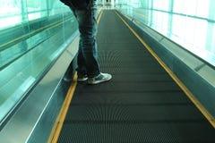 Escalator avec des personnes Photo libre de droits