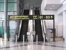 Escalator d'aéroport international de Phnom Penh Photos libres de droits
