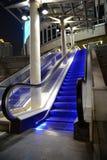 Escalator dans la vue de nuit Images libres de droits