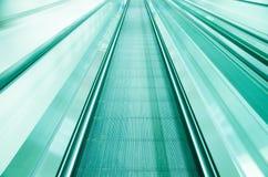 Escalator dans le mouvement Photographie stock