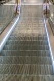 Escalator dans le mouvement Images stock