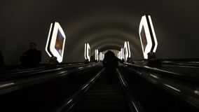 Escalator dans le souterrain clips vidéos