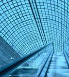 Escalator dans un centre commercial photo libre de droits