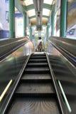 Escalator de Central-Mi-niveaux en Hong Kong Images libres de droits