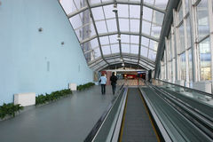 escalator glass way στοκ φωτογραφία με δικαίωμα ελεύθερης χρήσης